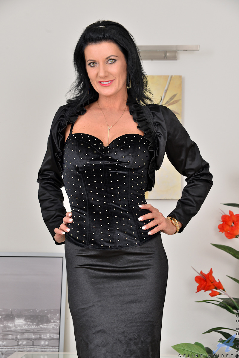 Czech Mature Brunette - PornPicturesHQ.com