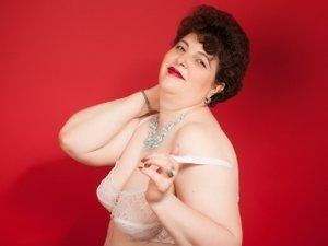 Brunette nicematurebbw perform anal