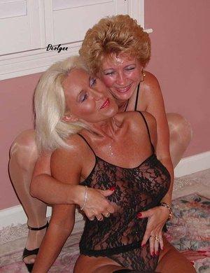 Lesbian sex pussy licking