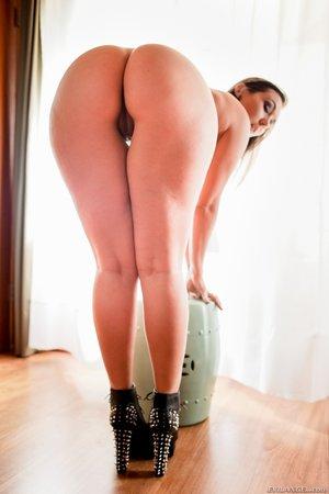 Slim sexy chick hot