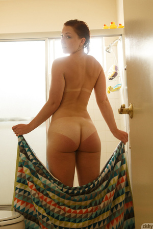 Dark-haired hottie looks hot in the shower