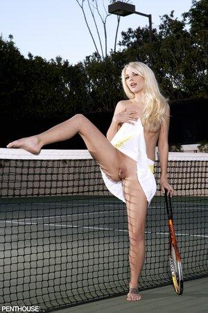 Smoking hot tennis player
