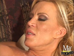 Milf bimbo with blonde hair is fucking rough in living room