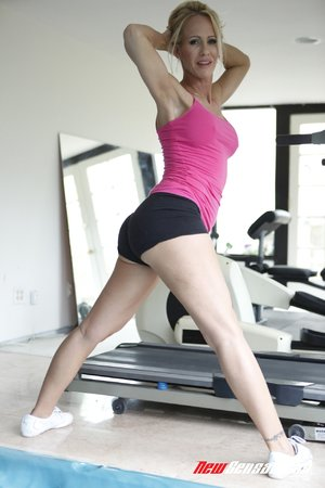 Workout big breasted blonde