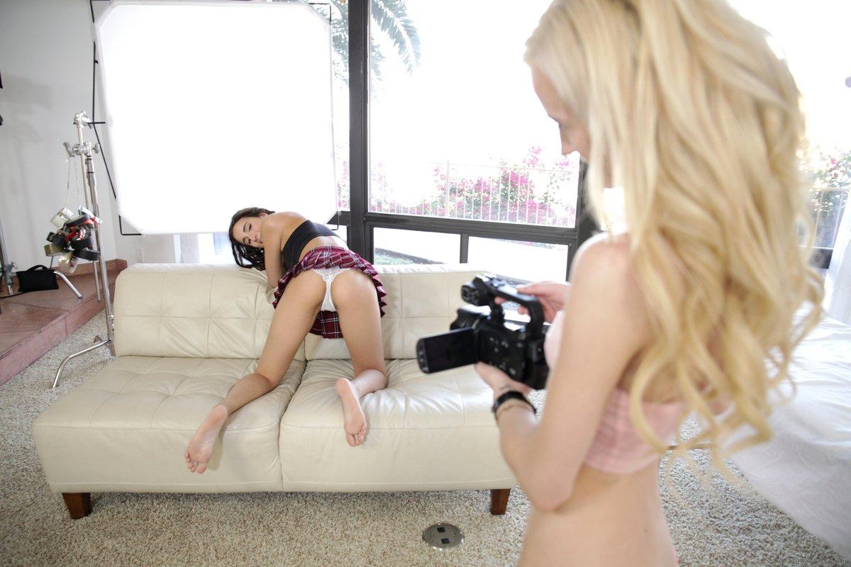 Teen Lesbian Pussy Footing
