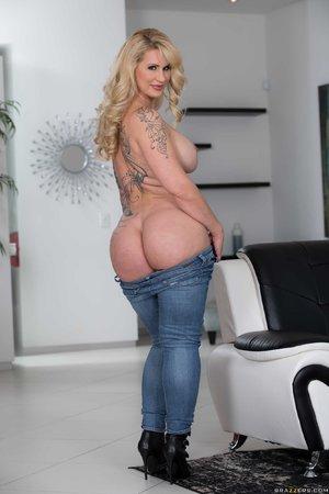 American blonde milf anal