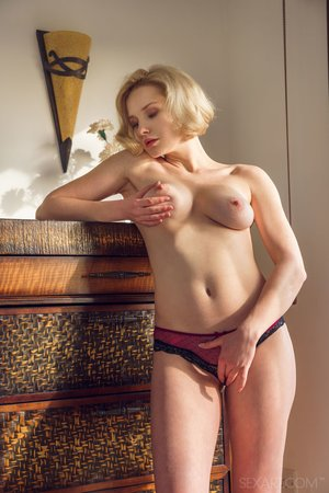 Blonde shaved pussy
