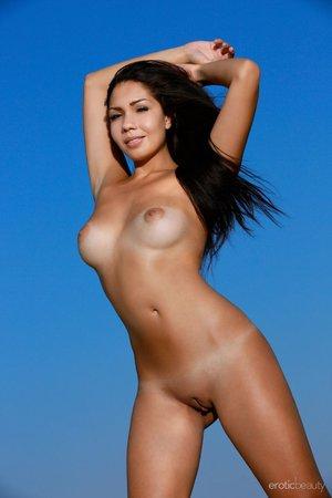 Windy erotic girl