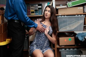 Teen shoplyfter