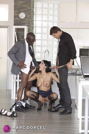 Submissive interracial threesome