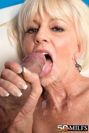 Amateur small tits mom