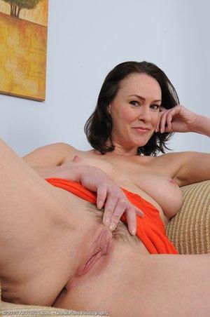 Mature natural big tits