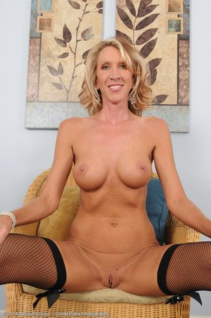 American horny mature housewife