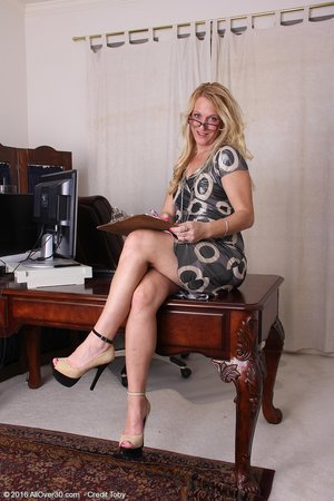 Small hot blonde mom