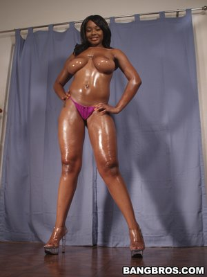 American sexy black babe