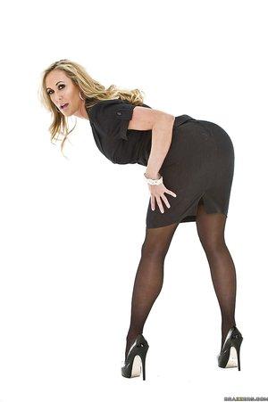 American voluptuous stockings brunette