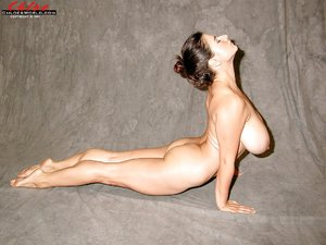 German naked yoga